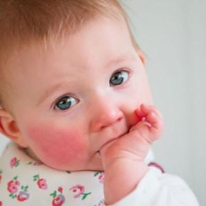 dents-de-bebe-tout-savoir-sur-les-premieres-poussees-dentaires